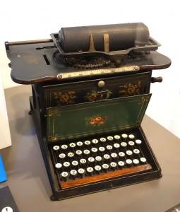 ©CC — Première machine à écrire commercialisée